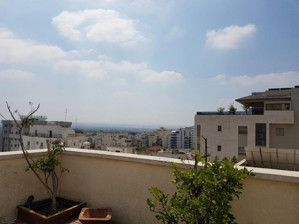 דירת גג 5 חד' עם גג ענק+נוף פתוח