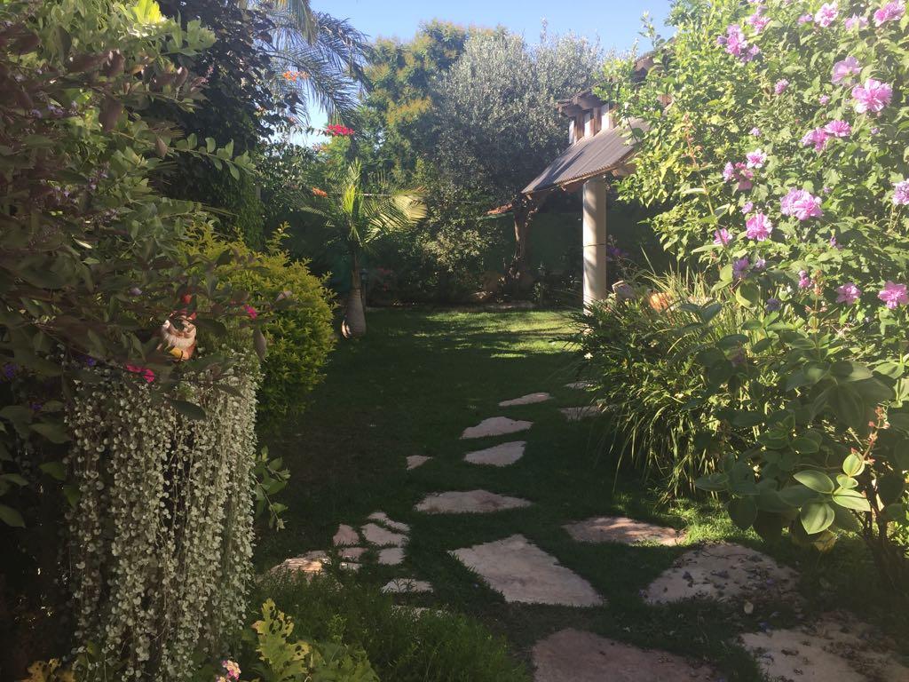 בית מקסים גינה ענקית במיקום שקט ופסטוראלי