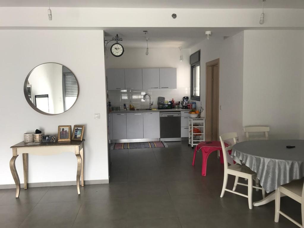 בעזר וייצמן דירת 5 חדרים בקומה גבוהה עם נוף פתוח