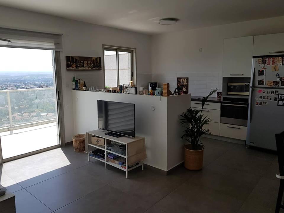 4 חדרים בקומה גבוהה עם נוף עוצר נשימה למזרח